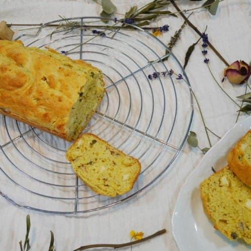 Cake salé aux anchois et à la moutarde aux noix