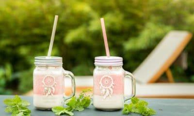 Smoothie de lait d'avoine à la fraise d'Anya Kassoff