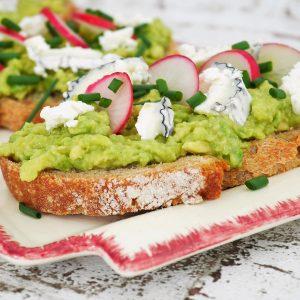 Avocado toast recette du livre de laurent mariotte mieux manger tout l'année