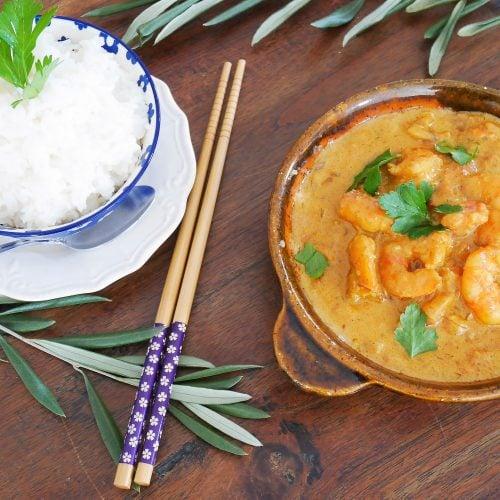Crevettes au curry et au lait de coco – Recette du livre Wok de Audrey Le Goff