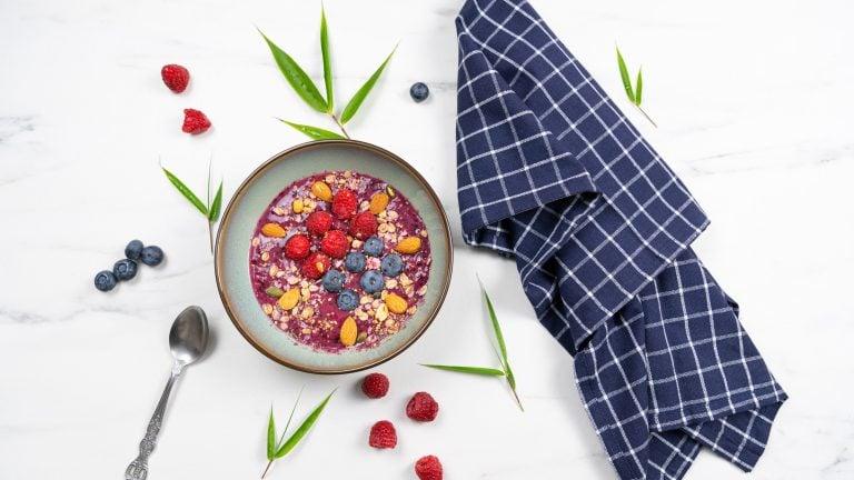 Smoothie bowl aux fruit rouge.