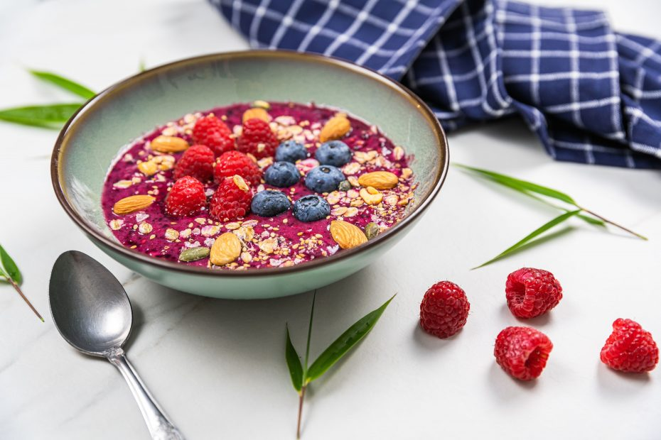 Smoothie bowl aux fruit rouge