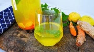 Boisson miracle au curcuma gingembre et citron