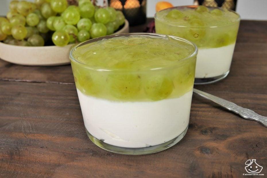 Mousse au yaourt Grecque et gelée de raisin