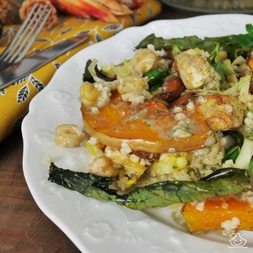 Salade de légumes rôtis et feuilles