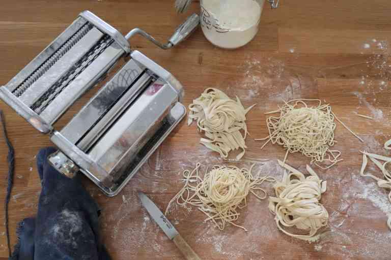Pâtes avec machine à pâte